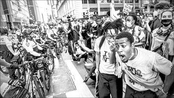 خشونت پلیس، نژاد و اعتراض در آمریکا