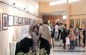 سرمایهگذاری امن روی دیوار اتاق نشیمن